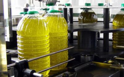 Las cooperativas de Aceite de Huelva continúan con su labor de abastecimiento a los mercados con seguridad